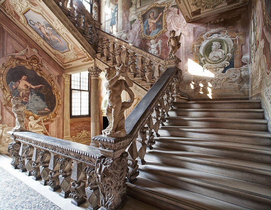Scala monumentale affrescata di Palazzo Cavalli