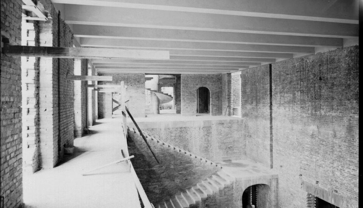 Il Liviano in costruzione: l'atrio a doppia altezza
