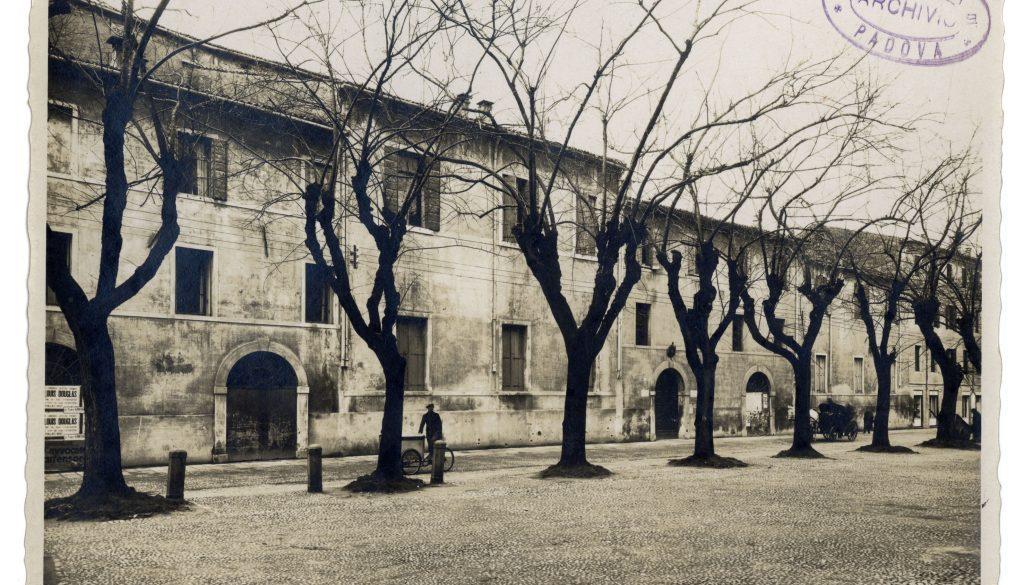 Piazza Capitaniato prima del Liviano